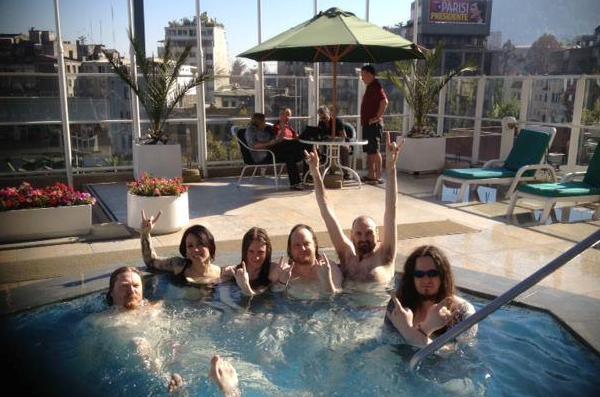 ok, beccati in piscina, ma non sembrano divertirsi manco tanto alla fine