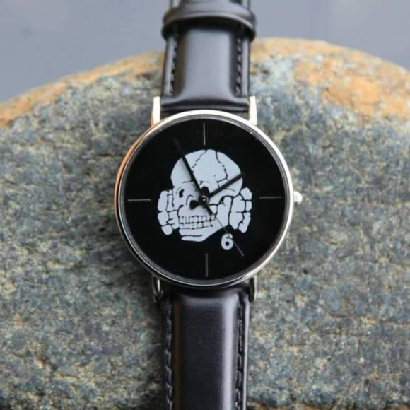 totenkopf_clock