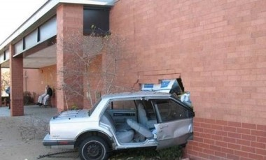 Car_crash_brick_wall