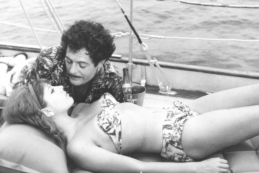 Stefania-Sandrelli-Marcello-Mastroianni-Divorzio-all-Italiana-Bikini-Best