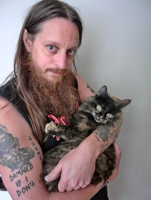 se ve lo stiate chiedendo, il nome del gatto di Fenriz è 'Burro d'arachidi'