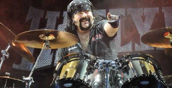 R.I.P.-Vinnie-Paul-1000x515.jpg